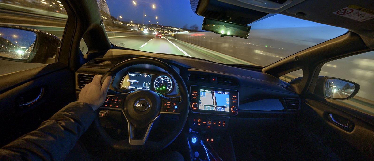 Köra elbil med Chademo-laddning, Nissan Leaf 2021 en tidig vårnatt genom Sverige